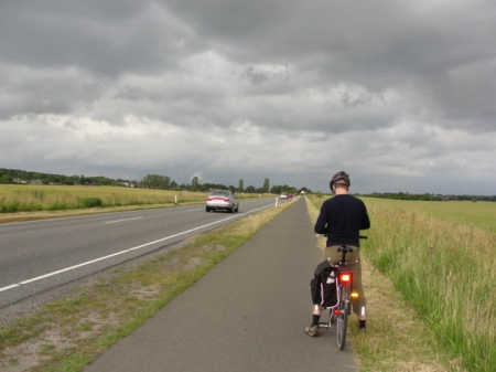 Bike lane parallel to a high-speed road on the way to Kerteminde