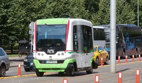 driverless-bus-wikimedia-pjotr-mahhonin2-crop