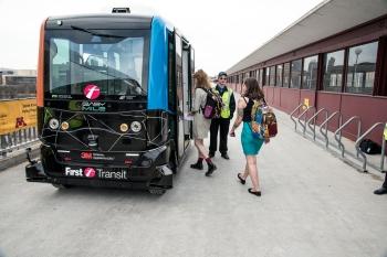 autonomousbusdemo2018-0764-300ppi-3008x2008